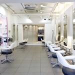 くせ毛と天然パーマを抑える・直す方法を元美容師が解説【決定版】